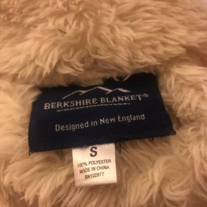 7963d44b24 Berkshire Intimates   Sleepwear - Berkshire Blanket small light tan robe